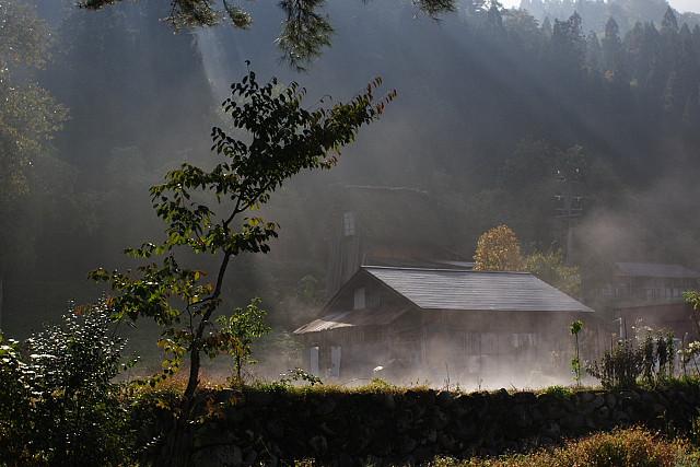 蒸気が立つ家