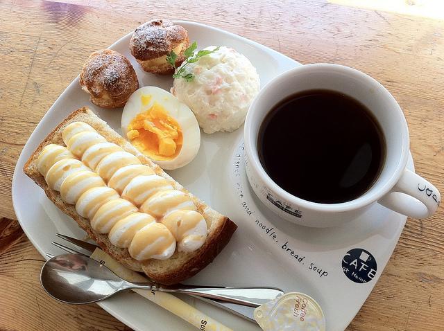 キャラメルトーストモーニングとコーヒー