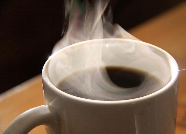 湯気の立つコーヒー