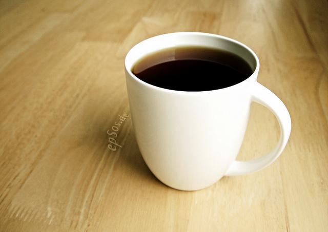 テーブルに置かれたブラックコーヒー