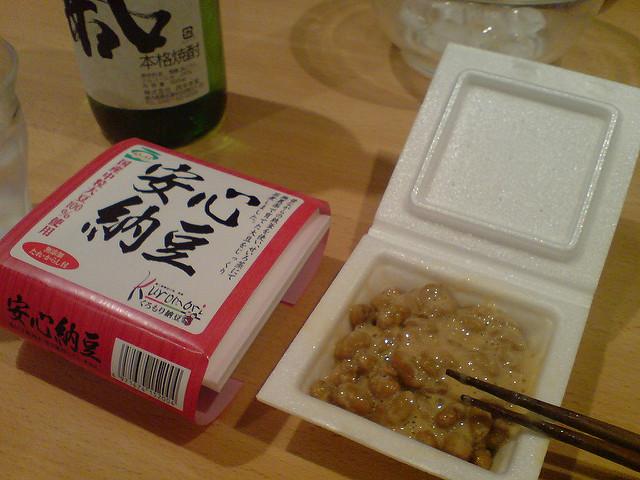 かき混ぜ中の安心納豆