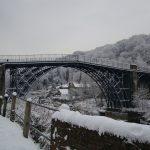 なぜ橋の上だけ凍結しやすいのか!? アイスバーンの原因とその対策!