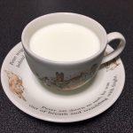 寝る前にホットミルクを飲むと安眠効果があったりなかったり・・・。